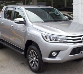 1024px-2015_Toyota_HiLux